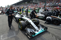 Nico Rosberg, Mercedes AMG F1 W07 Hybrid en la parrilla