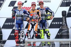 Podium : le vainqueur Marc Marquez, Repsol Honda, le deuxième Jorge Lorenzo, Yamaha, et le troisième Valentino Rossi, Yamaha