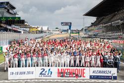 La foto de grupo de pilotos de las 24 Horas de Le Mans 2016