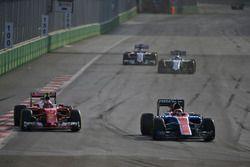 (L to R): Kimi Raikkonen, Ferrari SF16-H and Pascal Wehrlein, Manor Racing MRT05 battle for position