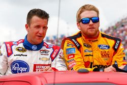 A.J. Allmendinger, JTG Daugherty Racing Chevrolet, und Chris Buescher, Front Row Motorsports Ford