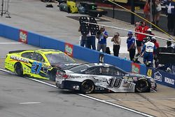 Kollision zwischen Danica Patrick, Stewart-Haas Racing Chevrolet, und Paul Menard, Richard Childress