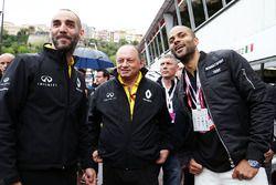Сириль Абитбуль, управляющий директор Renault Sport F1, Фредерик Вассёр и Тони Паркер, баскетболист