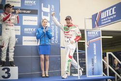 Race winner Rob Huff, Honda Racing Team JAS, Honda Civic WTCC