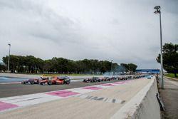 Старт - Миккель Мак, kfzteile24 Mücke Motorsport Dallara F312 – Mercedes-Benz и Ральф Арон, Prema Po
