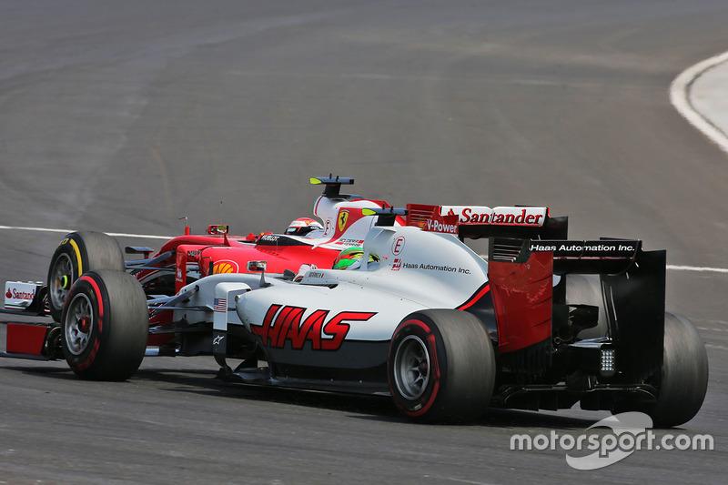 Esteban Gutierrez, Haas F1 Team VF-16 y Kimi Raikkonen, Ferrari SF16-H