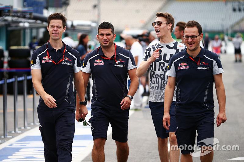 2016 год. В паддоке Гран При Германии с коллегами по Toro Rosso