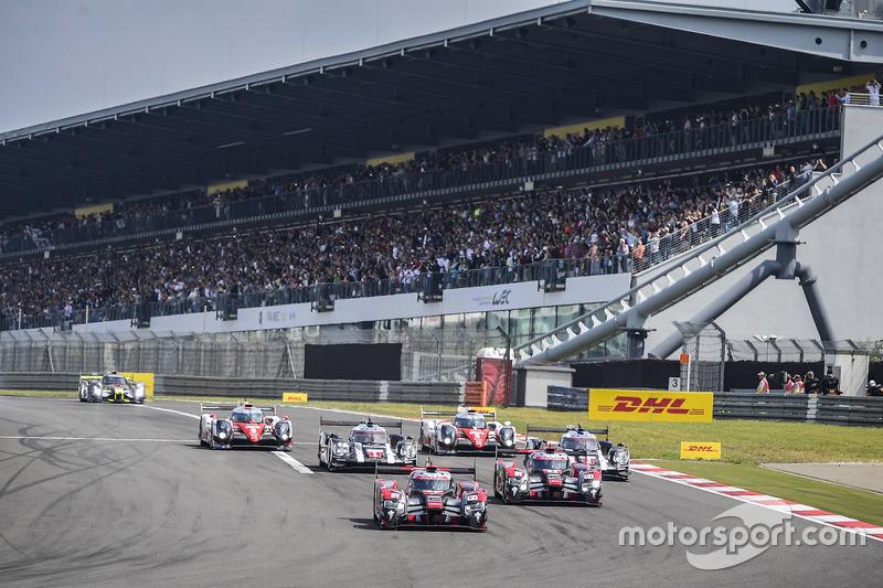 Start: #7 Audi Sport Team Joest Audi R18: Marcel Fässler, Andre Lotterer leads