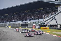 Start: #7 Audi Sport Team Joest, Audi R18: Marcel Fässler, Andre Lotterer, führt