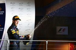Daniel Ricciardo, Red Bull Racing celebra su segundo puesto en el podio