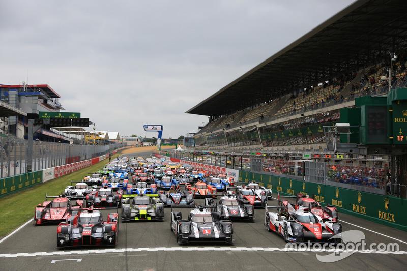 La sesión de fotos tradicional de los coches de Le Mans