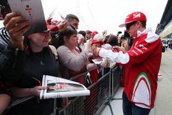 Kimi Raikkonen, Ferrari signe des autographes pour les fans