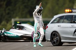 Nico Rosberg, Mercedes AMG F1 W07 Hybrid después del choque
