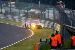Choque del #24 Team Zakspeed, Nissan GT-R Nismo GT3: Marc Gassner, Florian Strauß, Tom Coronel