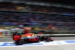 Daniel Ricciardo, Red Bull Racing RB12 sort des stands
