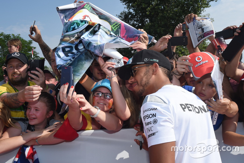 Lewis Hamilton, Mercedes with fans