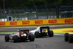 Carlos Sainz Jr., Scuderia Toro Rosso STR11 and Felipe Massa, Williams FW38 battle for position