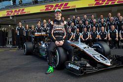 Фотосессия Нико Хюлькенберга с командой Sahara Force India