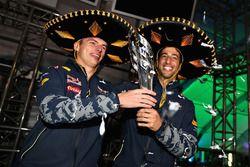 Podium : le troisième, Daniel Ricciardo, Red Bull Racing avec Max Verstappen, Red Bull Racing