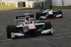 ストフェル・バンドーン(Stoffel Vandoorne, DOCOMO TEAM DANDELION RACING)とアンドレ・ロッテラー(Andre Lotterer, VANTELIN TEAM TOM'S)