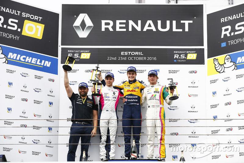 Podium: Ganador #19 Equipe Verschuur Renault RS01: Steijn Schothorst; segundo #3 R-ace GP Racing Renault RS01: Kevin Korjus; tercero #4 Oregon Team Renault RS01: David Fumanelli