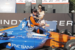 Scott Dixon, Chip Ganassi Racing Honda and wife Emma celebrate in victory lane