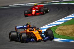 Stoffel Vandoorne, McLaren MCL33, leads Kimi Raikkonen, Ferrari SF71H