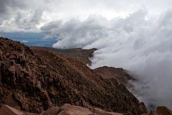 Des nuages au-dessus de Pikes Peak