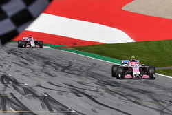 Esteban Ocon, Force India VJM11 takes the chequered flag