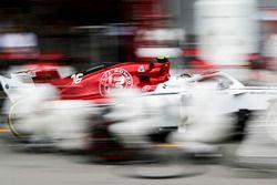 Charles Leclerc, Sauber C37 Ferrari, rientra per un pit stop