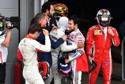 David Coulthard, Channel 4 F1 et Sergio Perez, Force India, dans le parc fermé