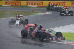 Даниил Квят, Scuderia Toro Rosso STR9, и Нико Хюлькенберг, Force India VJM07