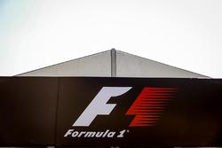 Logo FIA nel paddock