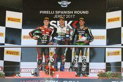 Podio: Markus Reiterberger, Van Zon Remeha BMW, Illia Mykhalchyk, Kawasaki, Toprak Razgatlioglu, Kawasak