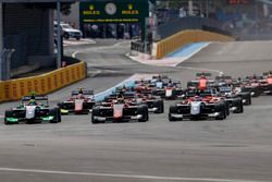 Callum Ilott, ART Grand Prix, leads Pedro Piquet, Trident, Joey Mawson, Arden International and the rest of the field at the start of the race