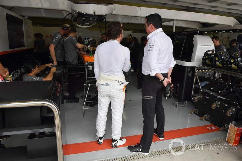 Fernando Alonso, McLaren y Eric Boullier, director McLaren Racing
