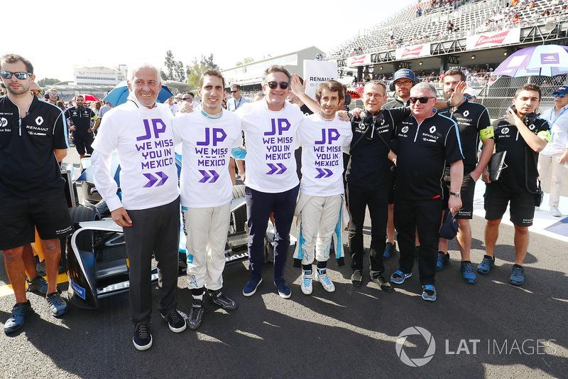 Sébastien Buemi, Renault e.Dams, Alejandro Agag, CEO de Formula E, Nicolas Prost, Renault e.Dams, con un mensaje para el director del equipo Dams Jean Paul Driot