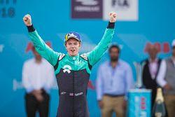 Oliver Turvey, NIO Formula E Team, sul podio