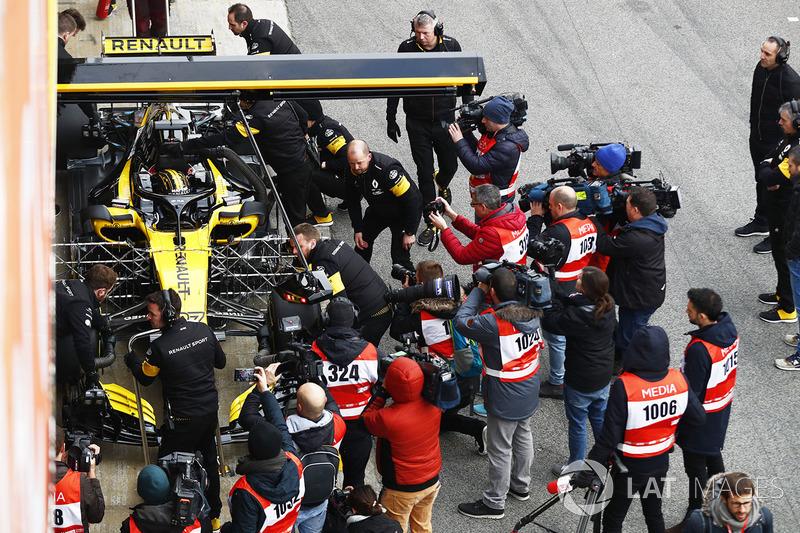 Test de pretemporada en Barcelona - primera salida del coche en la pista.