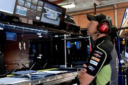 Jimmie Johnson, Hendrick Motorsports, Chevrolet Camaro Lowe's for Pros crew chief Chad Knaus