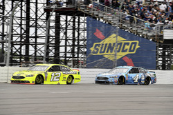 Ryan Blaney, Team Penske, Ford Fusion Menards/Duracell and Kevin Harvick, Stewart-Haas Racing, Ford Fusion Busch Beer