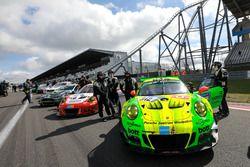 #912 Manthey Racing Porsche 991 GT3-R: Richard Lietz, Frédéric Makowiecki