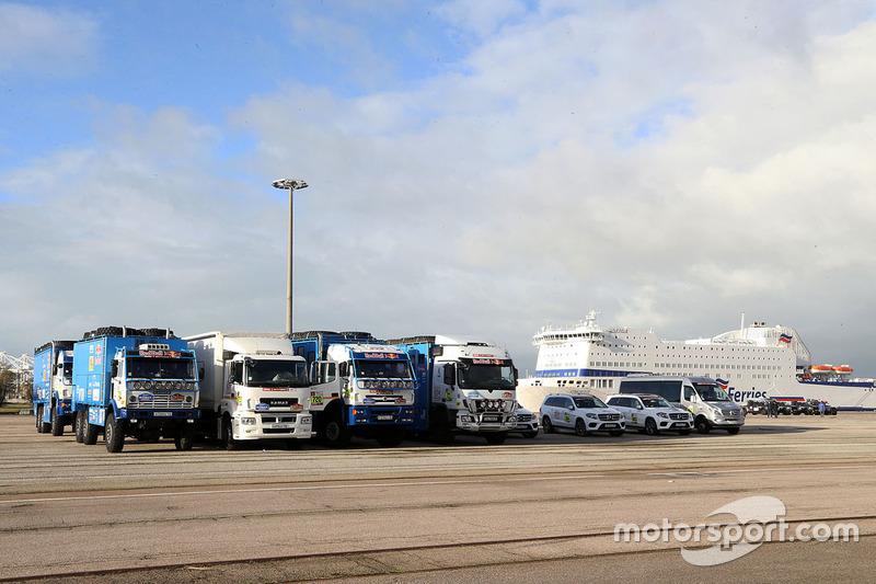 Los equipos se preparan en Le Havre para el largo viaje a Lima, Perú