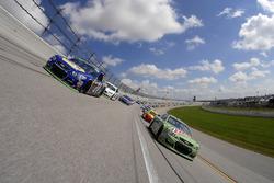 Start: Dale Earnhardt Jr., Hendrick Motorsports Chevrolet, Chase Elliott, Hendrick Motorsports Chevrolet