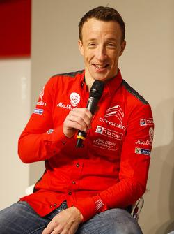 Kris Meeke, Citroën, parle à Henry Hope-Frost sur la scène Autosport