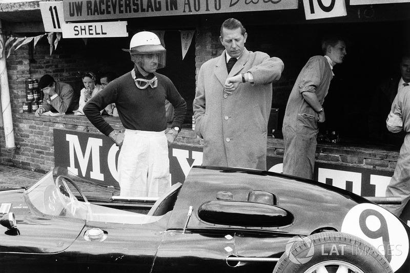Морис Тринтиньян и владелец команды Роб Уокер рядом с Cooper T45 Climax, 1958 год