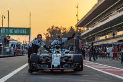 Williams mechanics with Williams FW40