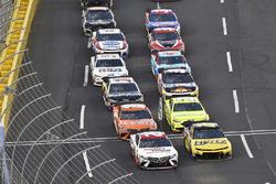 Erik Jones, Joe Gibbs Racing, Toyota Camry Sport Clips and William Byron, Hendrick Motorsports, Chevrolet Camaro Hertz