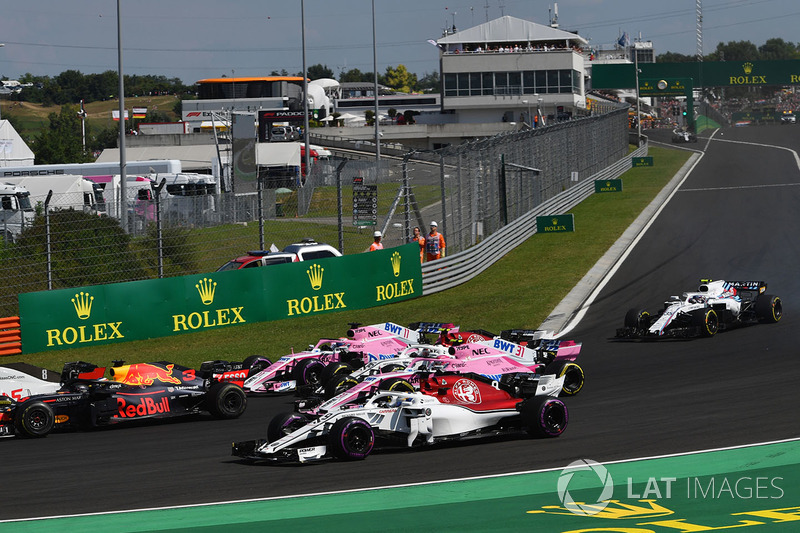 Marcus Ericsson, Sauber C37 y Esteban Ocon, Force India VJM1