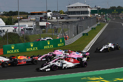 Marcus Ericsson, Sauber C37 and Esteban Ocon, Force India VJM11 at the start of the race
